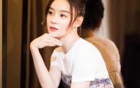 """她是""""马甲线女神""""袁姗姗,穿T恤配吊带亮片裙,好身材尽显无疑"""