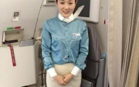 空姐穿丝袜配裙子而不是裤子,难道只是为了好看吗?