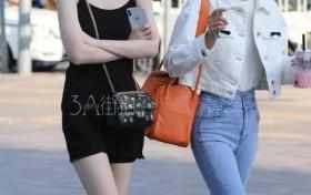 街拍美女:皮肤白的女孩子,果然更容易成为焦点啊!