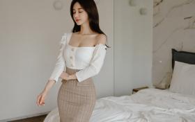 [Ugirls爱尤物] 小娜比 -肉色的丝袜配圆弧婉约衣裙的性感写真图片