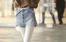 时尚街拍:白色丝袜女孩,看上去真可爱!
