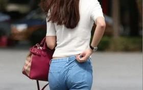 街拍紧身裤的美女,双腿更加修长