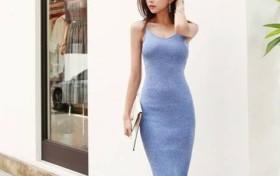 美女街拍:优雅浪漫的小姐姐,穿上紧身裙,尽显十足女神范儿!