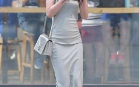 街拍:看起来腿长的姑娘,可以选择裙子!