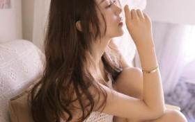风情尤物美女性感撩人私房写真