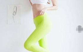 街拍:时尚有型的打底裤小姐姐,穿出魅力的小蛮腰,真漂亮!