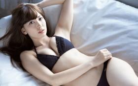 """肤白貌美,胸大腿长,29岁毕业的""""高龄""""偶像小嶋阳菜"""